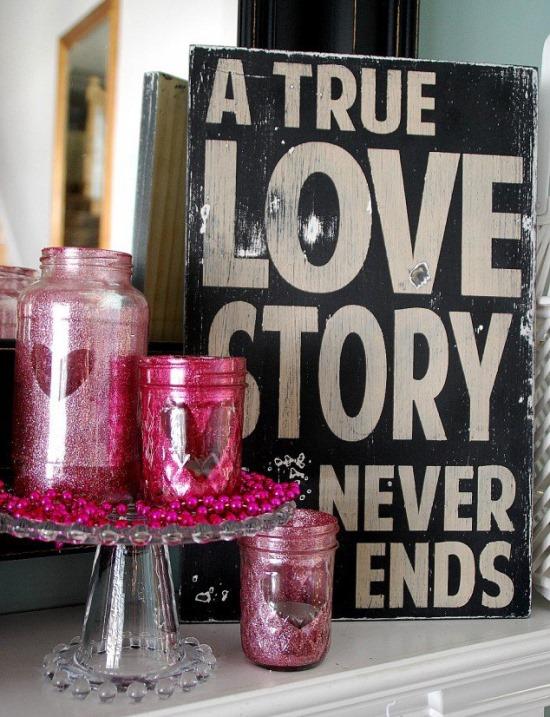 Украшение стола ко Дню всех влюбленных