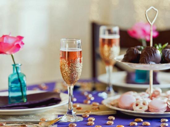 Праздничный стол на День всех влюбленных