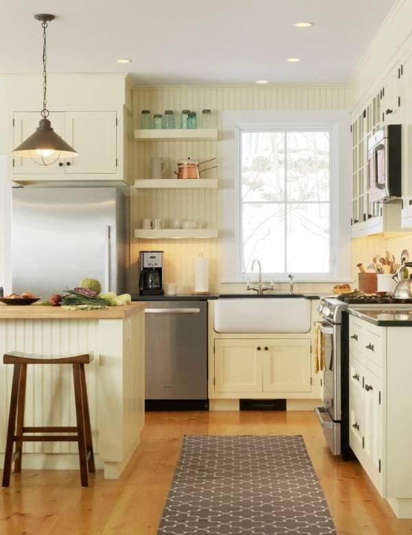 Деревенская кухня с открытыми полками