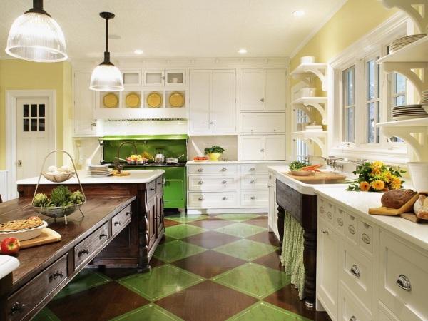 Деревенская кухня с зелеными акцентами