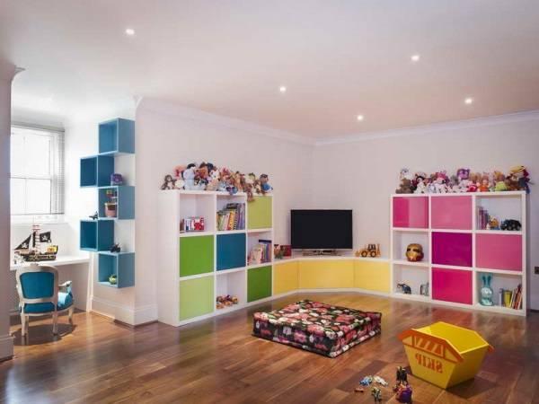 Удобные стеллажи для детской
