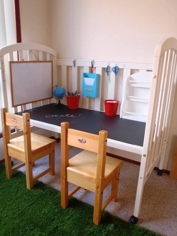 Детский стол для рисования из детской кроватки