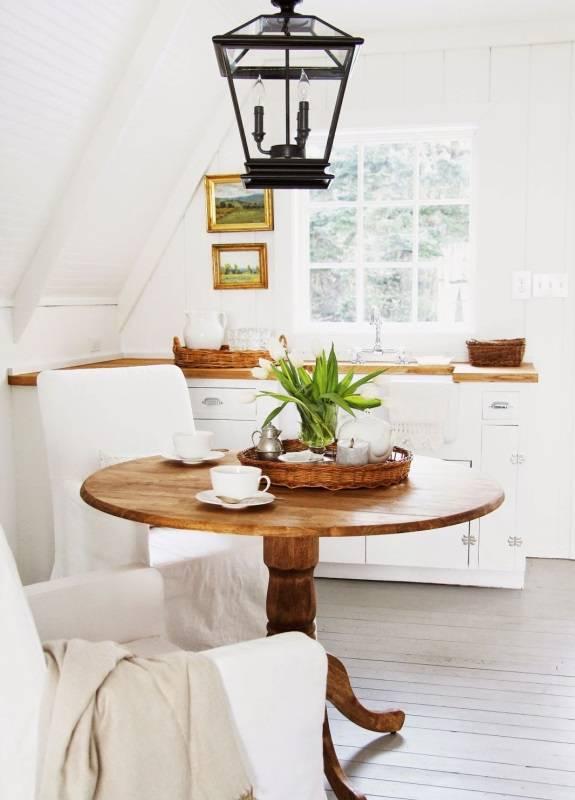 Винтажный светильник и другой декор в интерьере