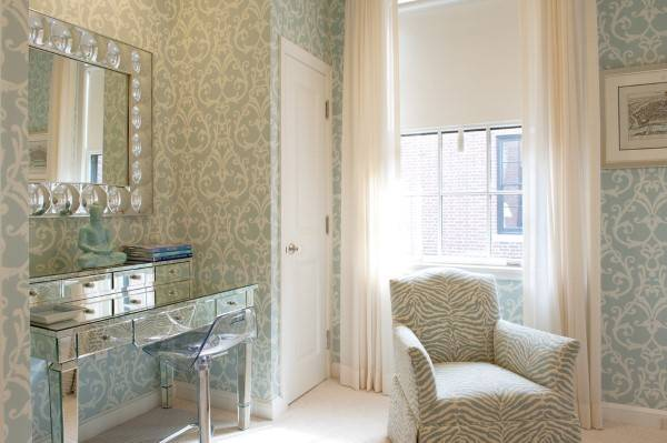 Дизайн комнаты с зеркальной мебелью