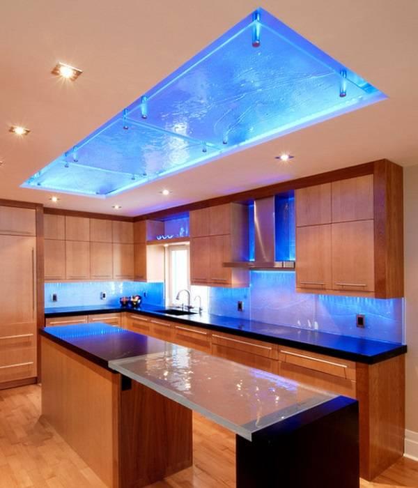 Дизайн кухни с синей подсветкой