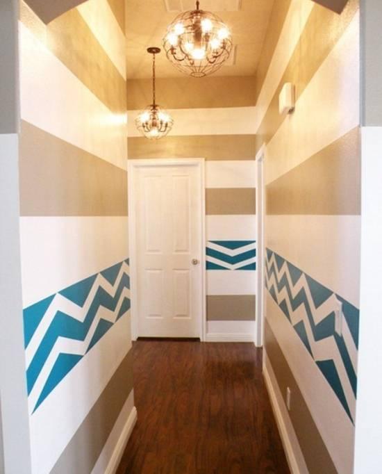 Яркий рисунок на стенах в коридоре