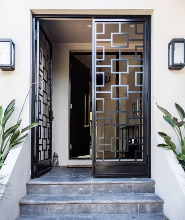 Стильные двери для входа в дом