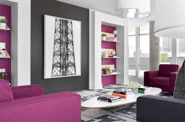 Фиолетово-серые стены в гостиной