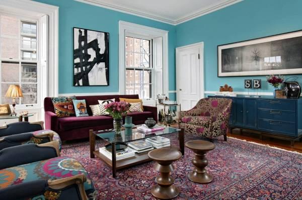 Голубые стены в гостиной