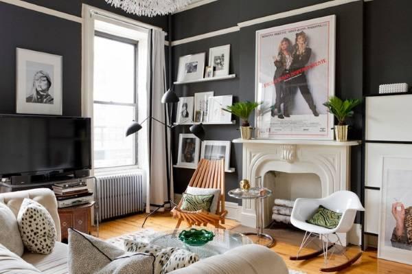 Гостиная с черными стенами
