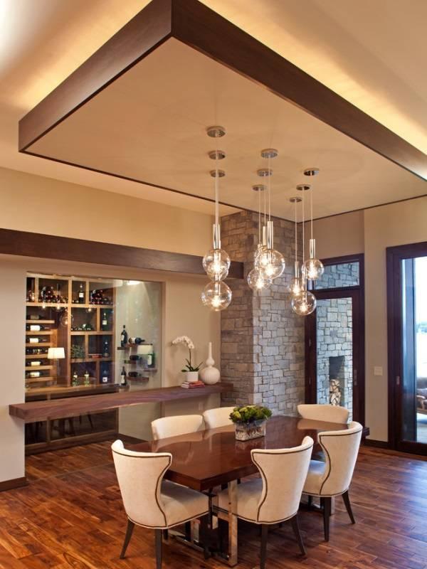 Скульптурный потолок с подсветкой в дизайне кухни