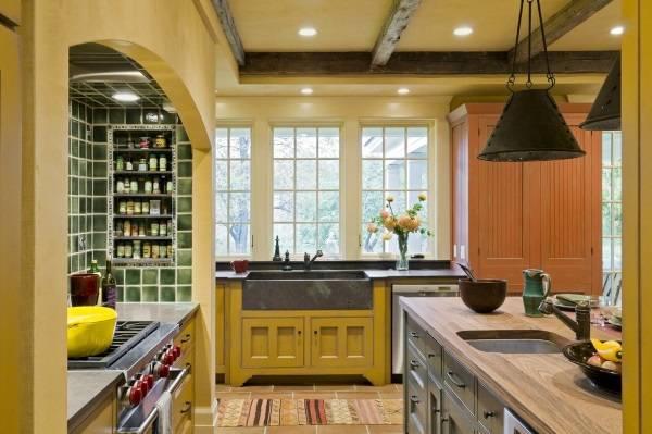 Хранение специй на кухне в нише