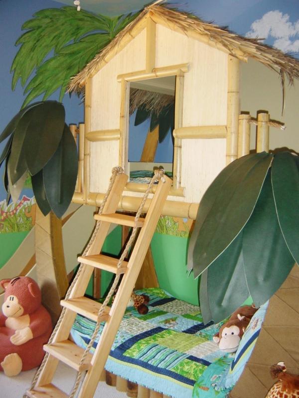Игрушечный домик для детской