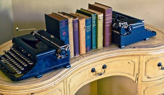 Винтажный декор: книги и печатные машинки