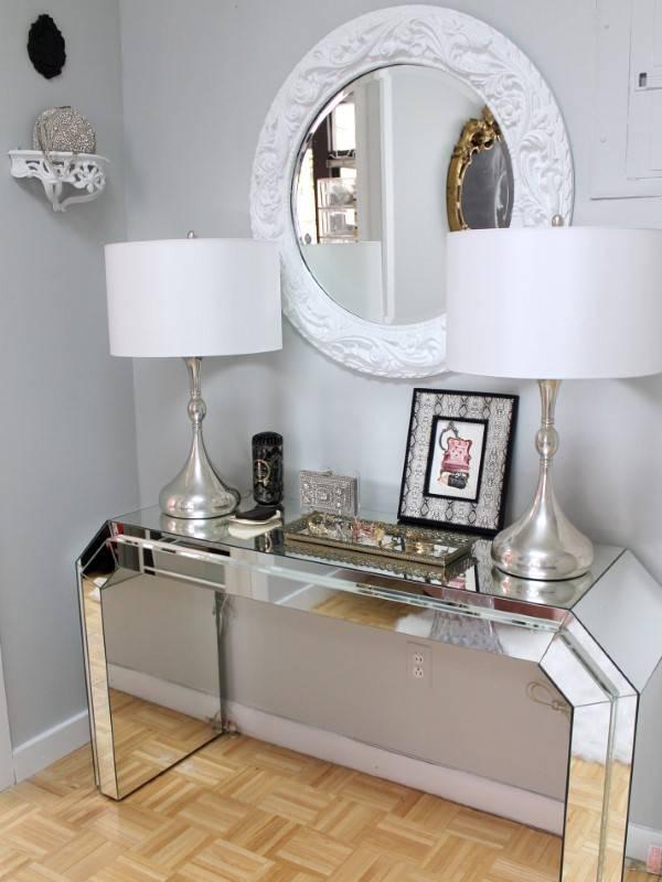 Зеркальный столик для прихожей