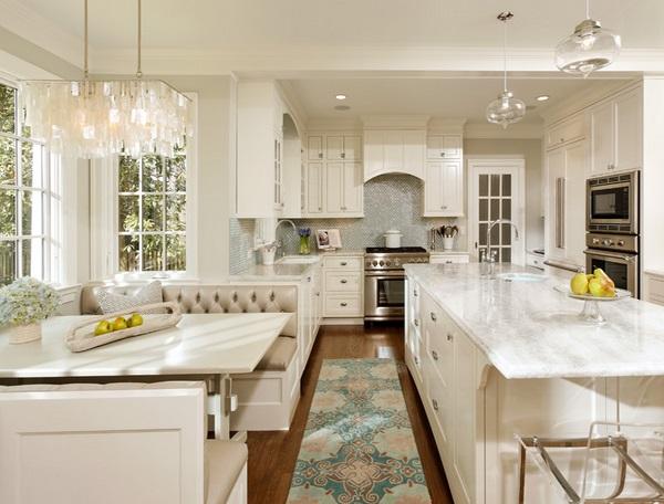 Красивый коврик для светлой кухни