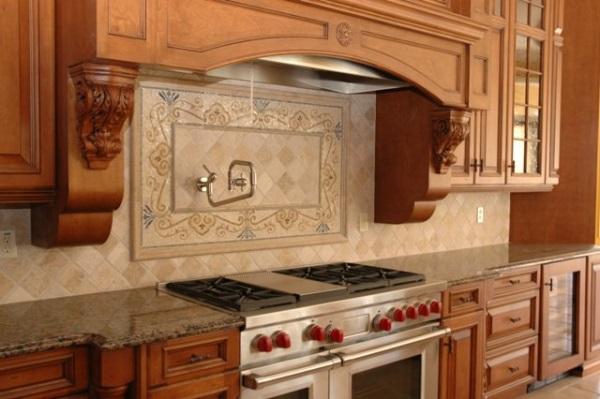 Красивая кухня со стильным фартуком из плитки