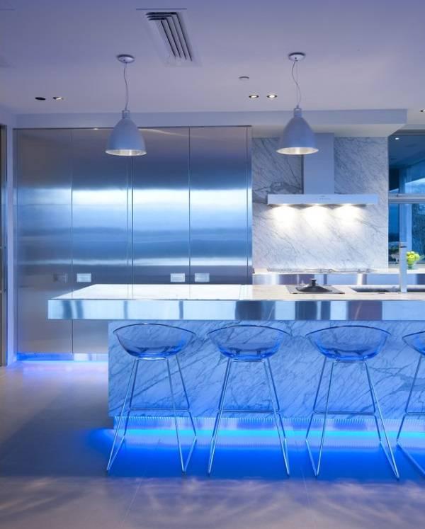 Дизайн кухни: led подсветка мебели снизу