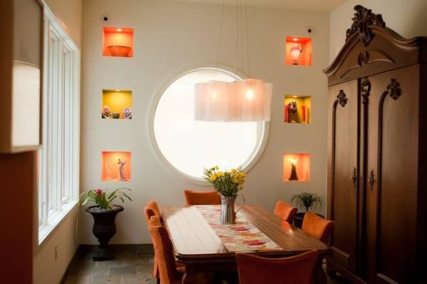 Квадратные ниши в стене для декора
