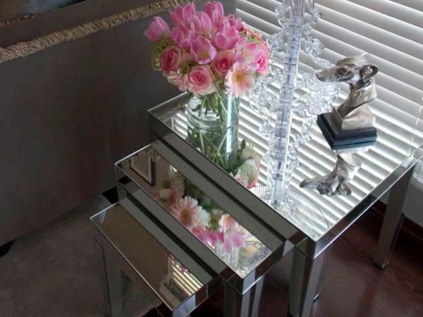 Набор маленьких столиков