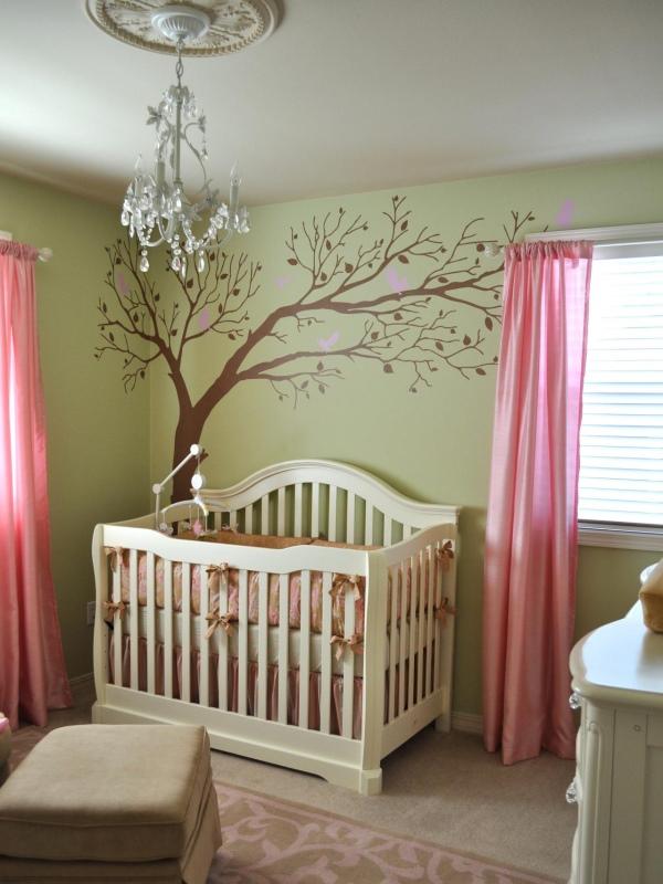 Наклейка дерева на стене в детской