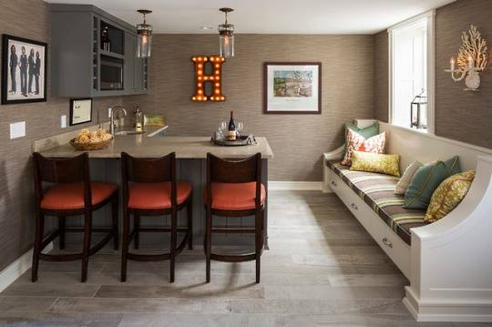 Барная стойка в небольшой современной кухне