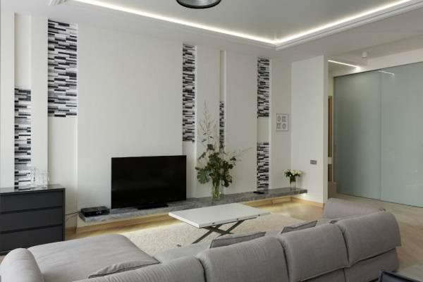 Oturma odasında duvar dekorasyonu olarak niş