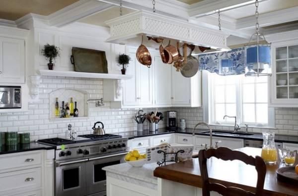 Дизайн кухни с нишей для бутылок