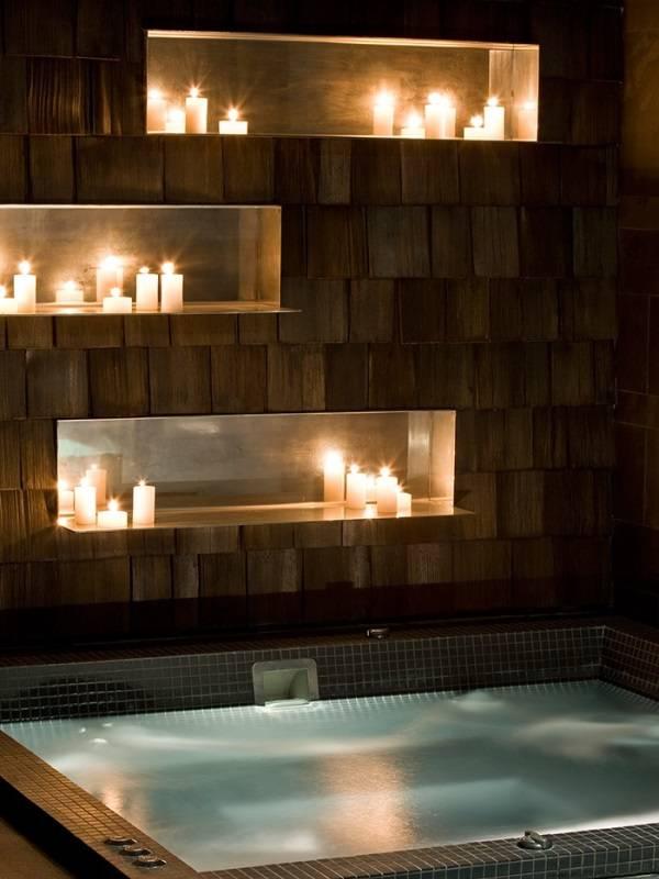 Ниши со свечами в ванной