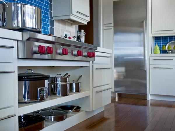 Шкафы для кухни с открытыми и закрытыми полками