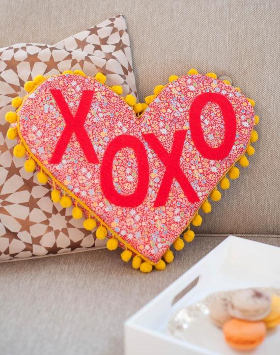Подушка как подарок на День святого Валентина