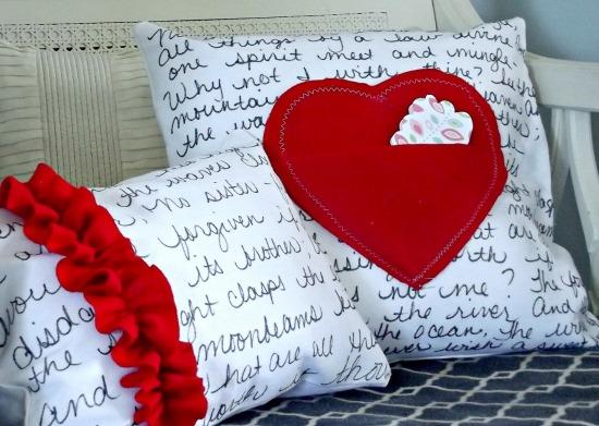 Украшение диванных подушек к 14 февраля