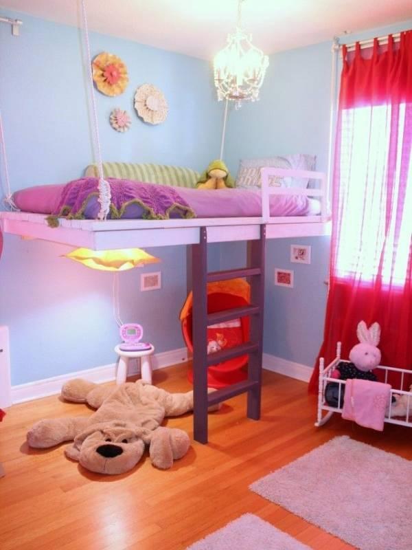 Детская кровать, которая крепится к потолку