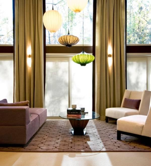 Подвесные лампы разного цвета и формы