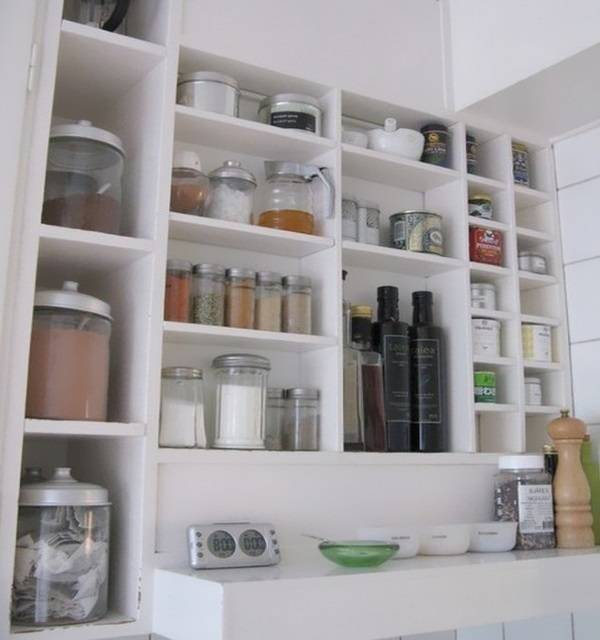 Полки для хранения специй на кухне