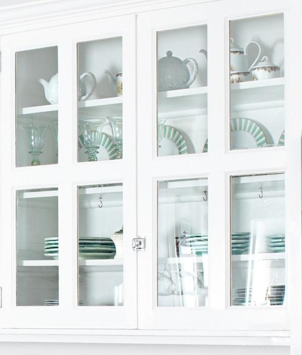 кухонная мебель со стеклянными дверцами