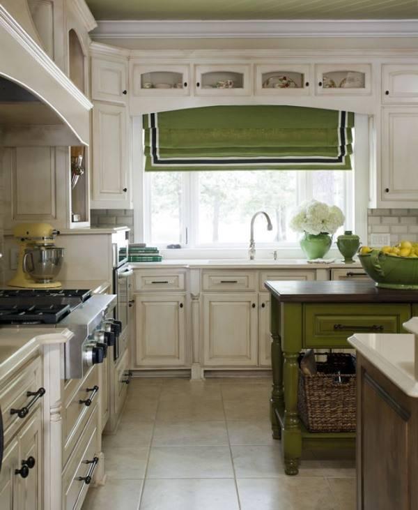 Красивое окно в дизайне кухни
