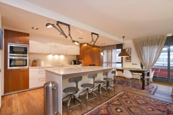 Регулируемые лампы над кухонными столами