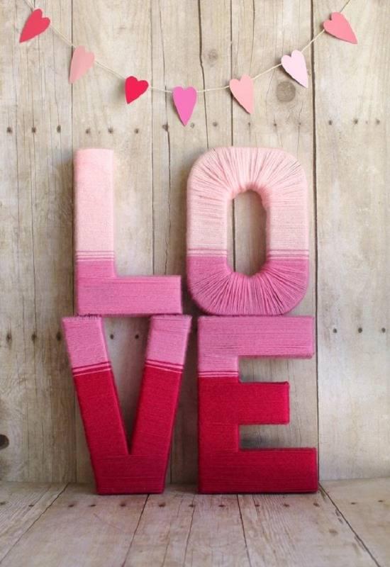 Романтичные поделки из ниток и плотной бумаги