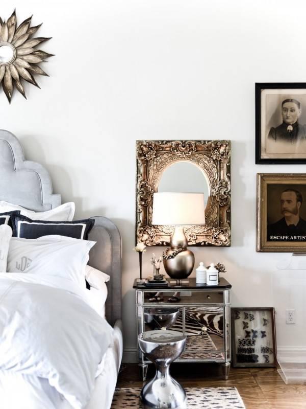 Гламурная спальня с зеркальной мебелью и декором