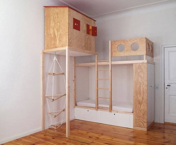 Самодельный двухэтажный домик для детской