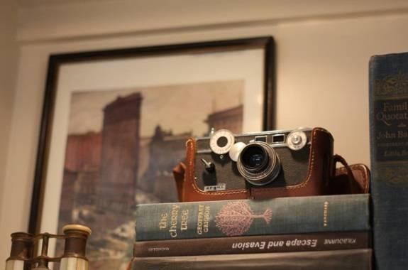 Старый фотоаппарат в интерьере