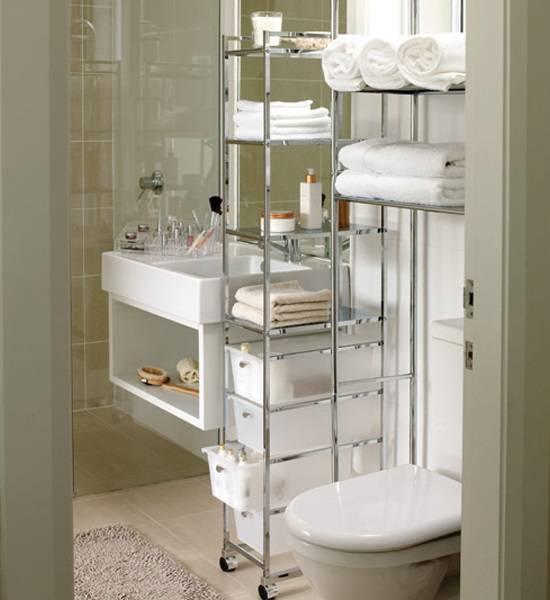 Удобный и вместительный стеллаж для ванной