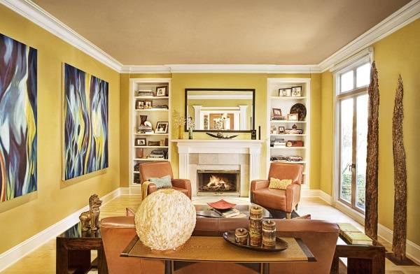 Стильная гостиная с желтыми стенами