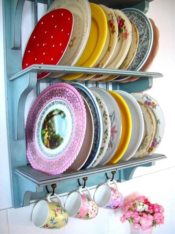 Винтажный стиль: тарелки в интерьере