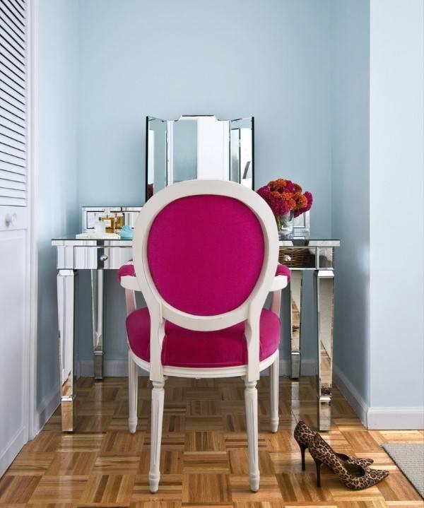 Современный туалетный столик зеркальный