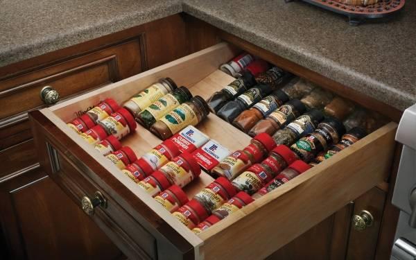 Ящик для хранения специй на кухне
