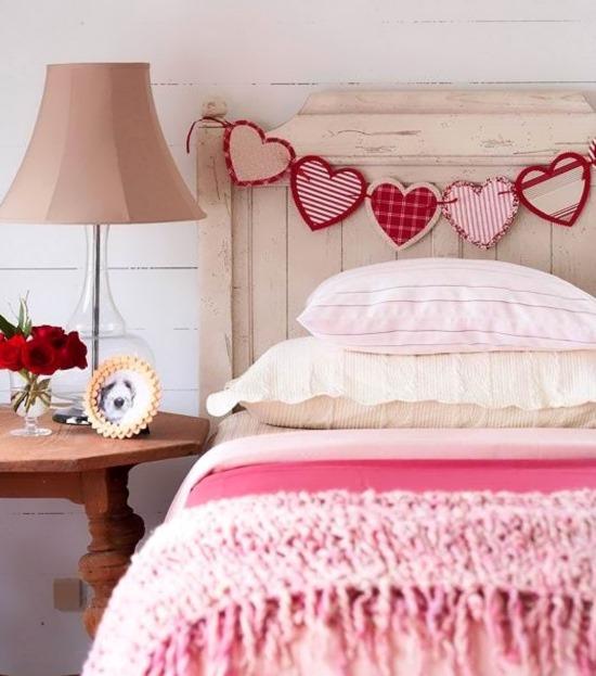 Украшение кровати ко Дню святого Валентина