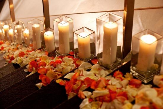 Украшение дома цветами и свечами ко Дню святого Валентина