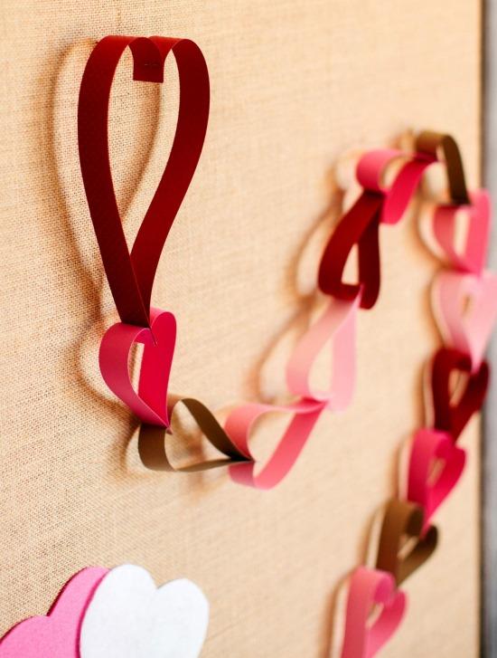 Бумажная гирлянда как декор на День святого Валентина